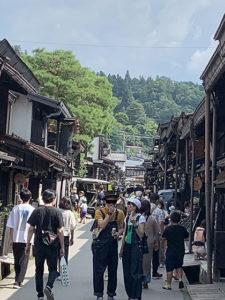 高山の観光客